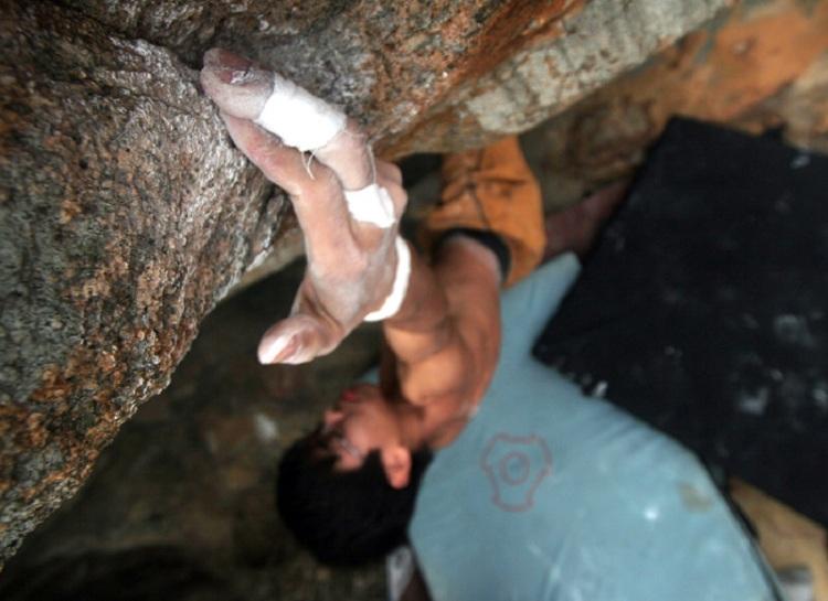 ShekO_bouldering_alan_byMillis_750